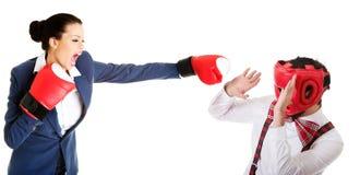 Человек защищая против хода женщины Стоковое Изображение RF