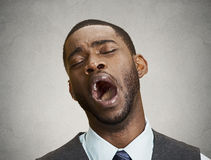 человек зевая Стоковые Изображения RF