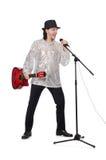 Человек играя гитару и изолированный петь Стоковое Фото