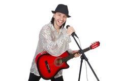 Человек играя гитару и изолированный петь Стоковые Фотографии RF