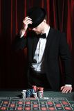 Человек играя на казино стоковые изображения rf