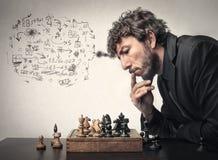 Человек играя шахмат стоковая фотография rf