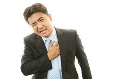 Человек имея боль в груди стоковое фото