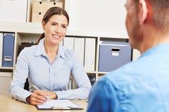 Человек имея консультативное совещание Стоковое Изображение RF