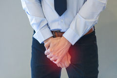 Человек имея проблему с его пенисом Стоковые Фотографии RF