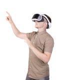 Человек использует изумлённые взгляды виртуальной реальности и касается что-то, изолированный на белой предпосылке профессионал з стоковое изображение