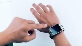 Человек используя его smartwatch app на белой предпосылке видеоматериал