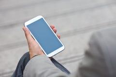 Человек используя передвижной умный телефон Стоковая Фотография RF
