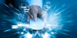 Человек используя покупки оплат мыши онлайн и сетевое подключение клиента значка стоковое изображение rf