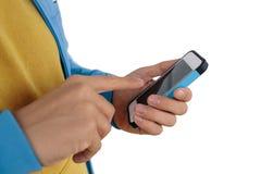 Человек используя умный телефон изолированный на белой предпосылке Стоковая Фотография RF