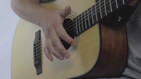 Человек и гитара видеоматериал