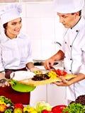 Человек и женщина в варить шляпы шеф-повара. Стоковые Изображения RF