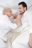 Человек и женщина в кровати Стоковая Фотография