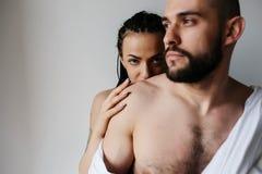 Человек и женщина в спальне Стоковое фото RF