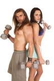 Человек и женщина завивают спина к спине стоковое изображение rf