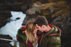 Человек и женщина касаясь лбом Стоковые Фотографии RF