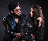 Человек и женщина моды смотря один другого Стоковая Фотография RF
