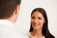 Человек и женщина на деловой встрече, сидя в офисе, диск Стоковое фото RF