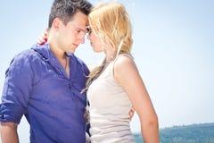 Человек и женщина на море стоковые изображения rf