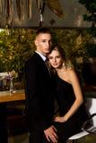 Человек и женщина одетые в черноте Стоковая Фотография RF