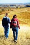 Человек и женщина пеший Стоковое Изображение RF