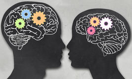 Человек и женщина с работая мозгом Стоковые Фото