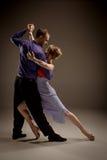 Человек и женщина танцуя аргентинское танго Стоковые Фотографии RF
