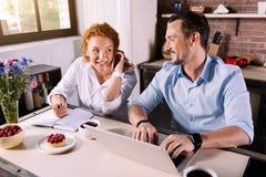 Человек и женщина тратя время совместно Стоковая Фотография