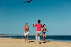 Человек и женщины играя boule на пляже Стоковое фото RF