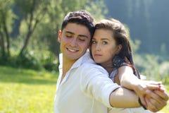 Человек и женщина outdoors Стоковое Изображение RF