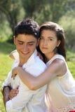 Обнимать человека и женщины Стоковые Фотографии RF