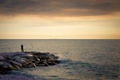 Человек и море Стоковая Фотография RF
