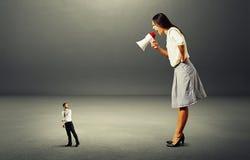 Человек идя далеко от сердитой женщины Стоковое Изображение RF