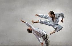Человек карате в белом kimino стоковые фото