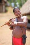 Человек коренного американца играя каннелюру Стоковое фото RF