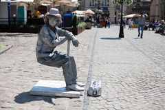 Человек, который замерли как скульптура в историческом центре Львова Стоковые Фото