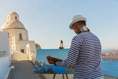 Человек красит море и церковь Стоковое Фото