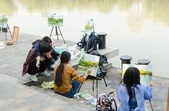 Человек крася реку Стоковые Фото