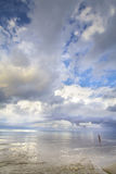 Человек & море стоковые фото