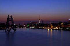 Человек молекулы в treptow Берлина Стоковые Изображения RF