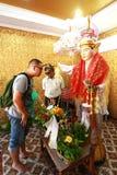 человек молит для бога Стоковые Фотографии RF