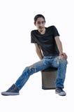 Человек моды джинсовой ткани на белой предпосылке Стоковое фото RF