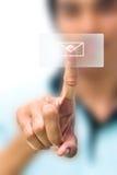 Человек нажимая значок электронной почты Стоковая Фотография RF