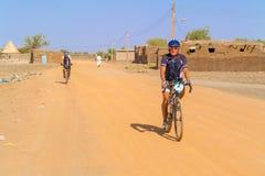 Человек на велосипеде в Судане Стоковые Изображения RF