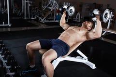 Человек на гимнастике Стоковое Фото