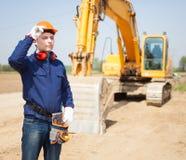 Человек на работе в строительной площадке Стоковые Фото