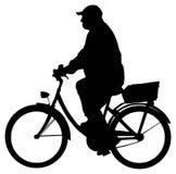 Человек на силуэте велосипеда Стоковое Фото
