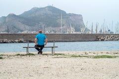 Человек на стенде Стоковая Фотография RF