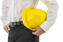 Человек нося желтый защитный шлем Стоковое Изображение RF