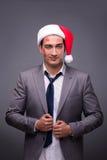Человек нося santa в смешной праздничной концепции Стоковое Изображение